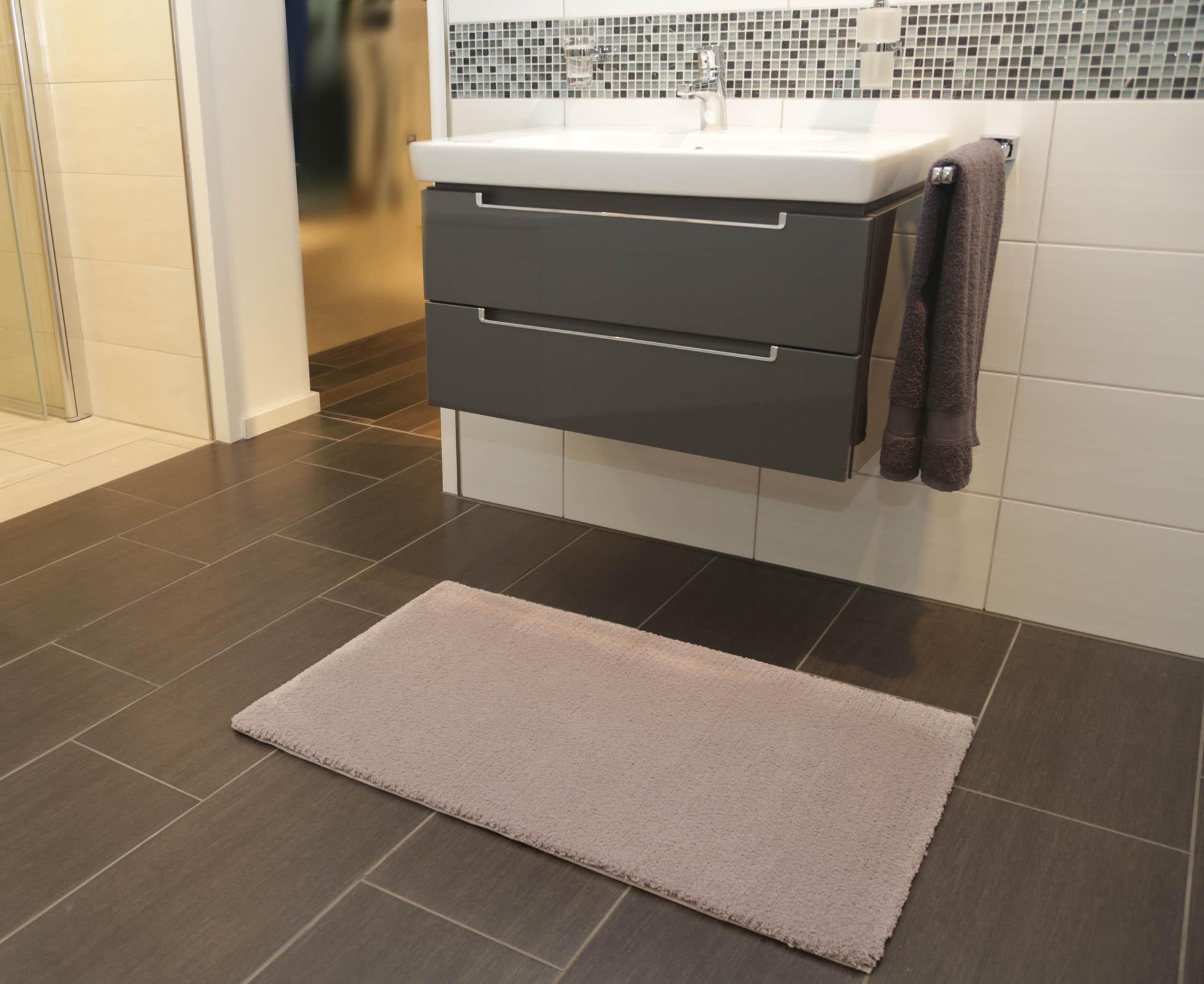 Beispiel Badteppich MODENA (Baumwolle mit Rückenbeschichtung), Form A1 Eckig, Velours uni, Florhöhe 20mm