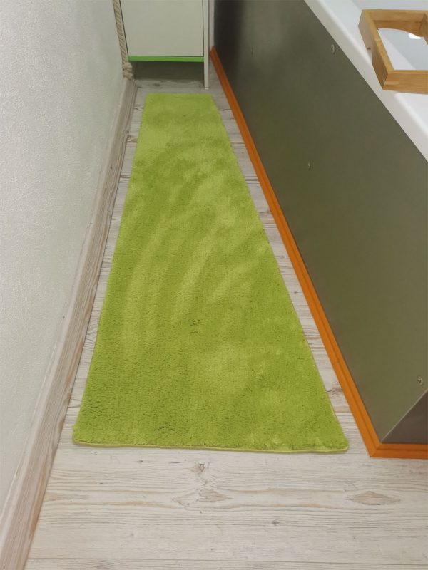 Nach der Maßanfertigung - Foto des Teppichs in seinem Badezimmer Foto des Teppichs im Badezimmer