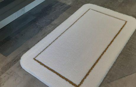 Badteppich nach Maß - Florhöhe 25mm Velours in Kombination mit Gold Lurex in 9mm als Schlingenkontur