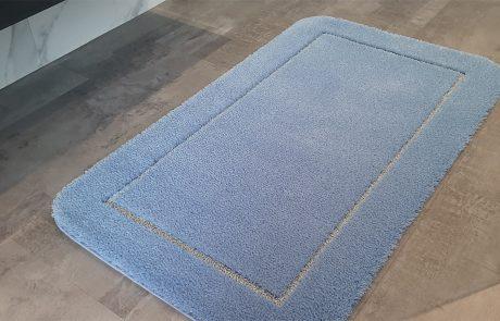Badteppich nach Maß - Florhöhe 25mm Velours in Kombination mit Silber Lurex in 9mm als Schlingenkontur
